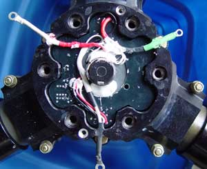 Rear part of propeller hub with transmitter-controller